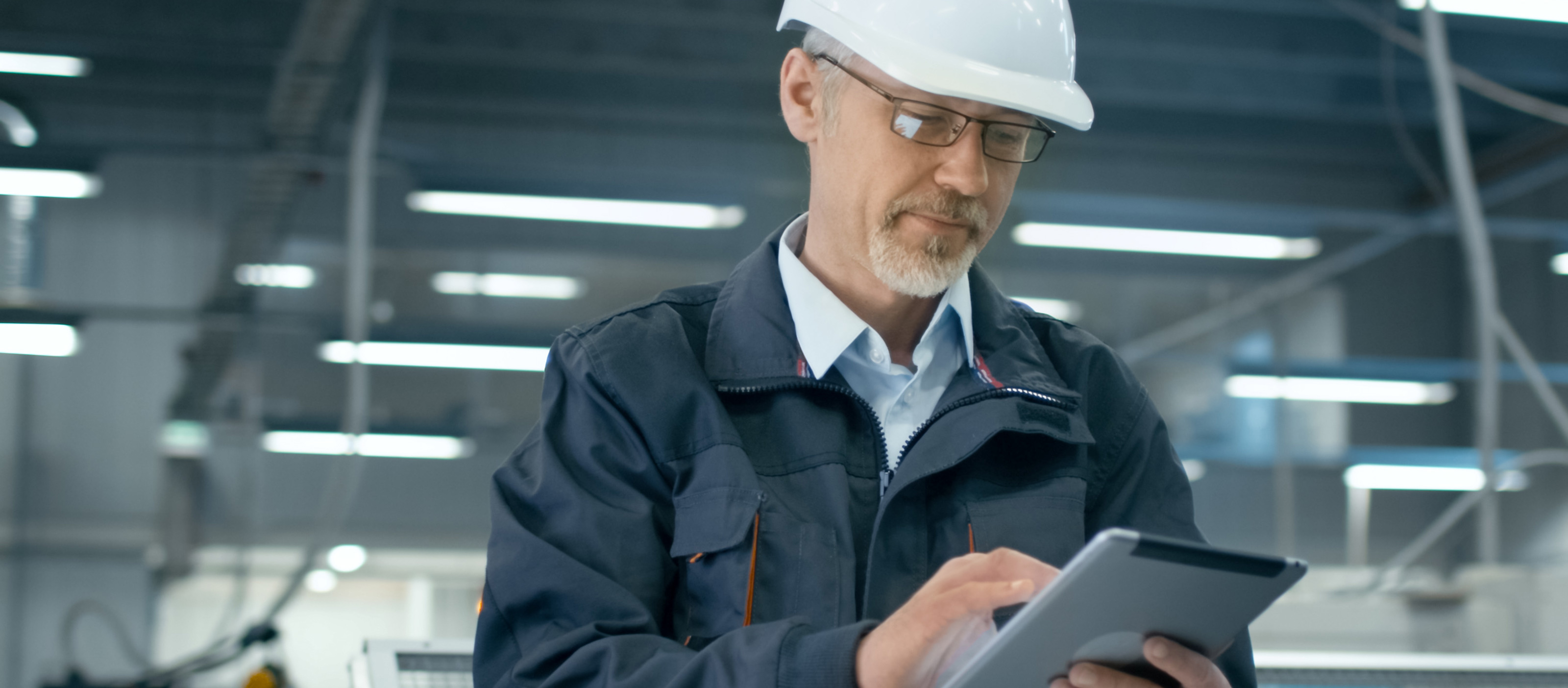 Plant engineer using HMI/SCADA software in industrial operations