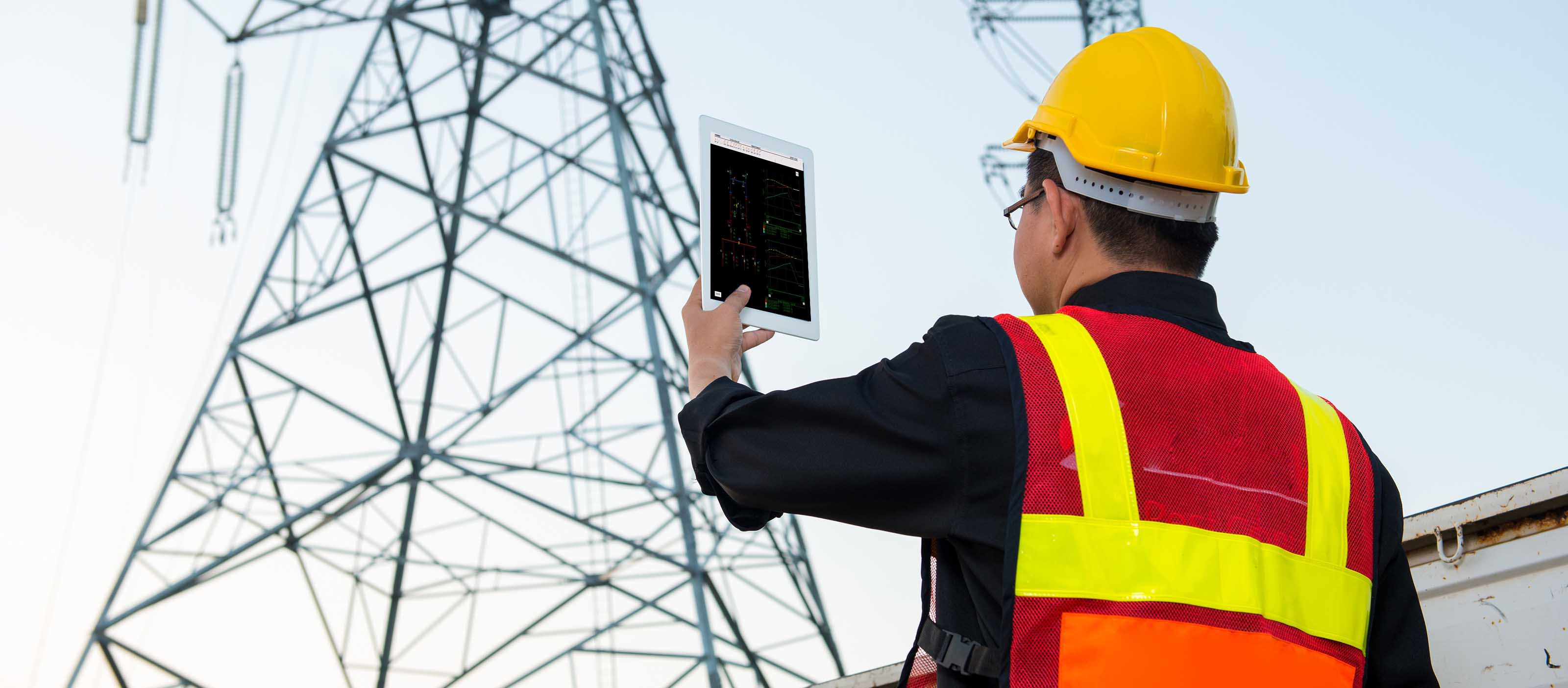 Utility engineer using iPower | GE Digital