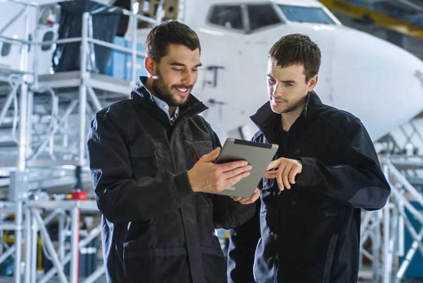 Aviation engineers using GE Digital Fuel Insight software for Aviation industry