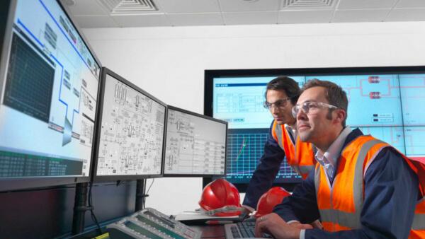 Industrial big data control room | GE Digital engineers with IIoT software