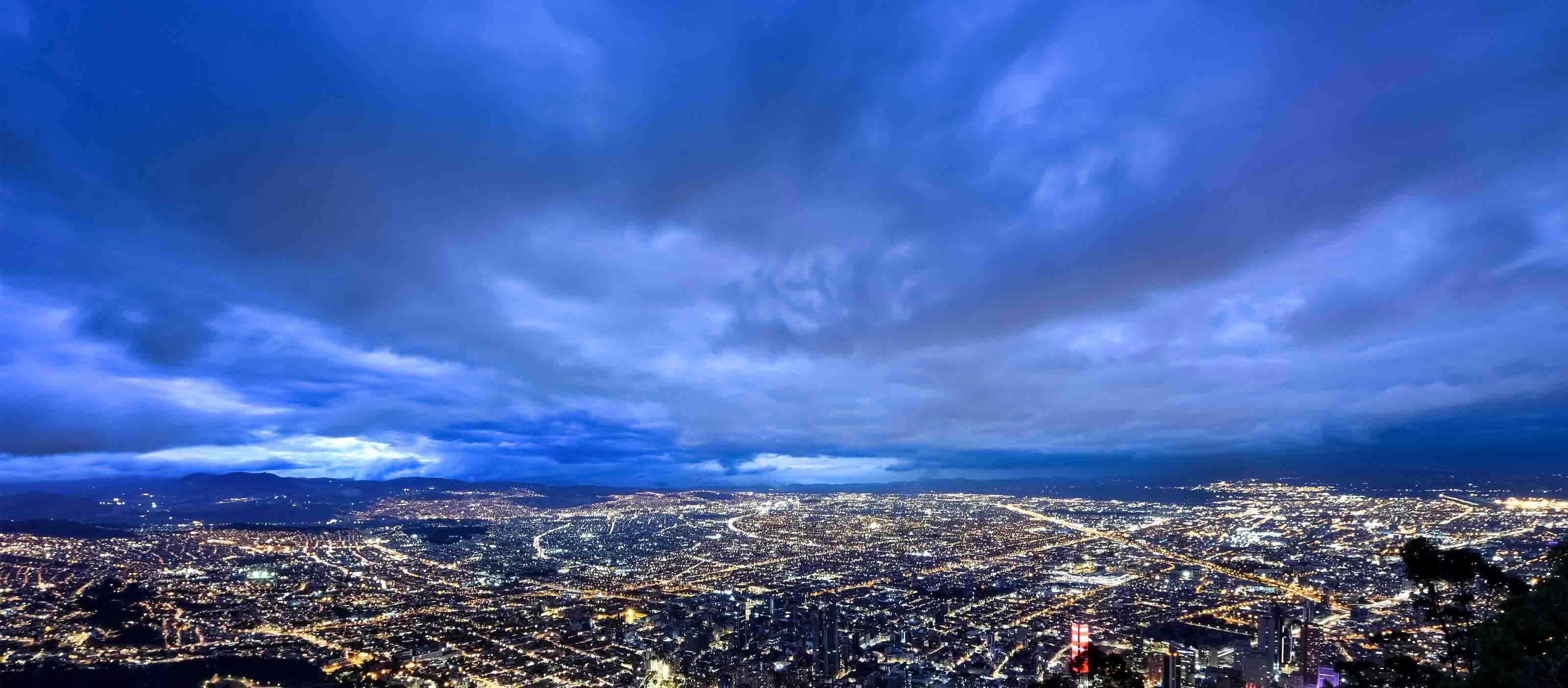 GE Digital software supports the electric grid, lighting skies at nightGE Digital software supports the electric grid, lighting skies at night
