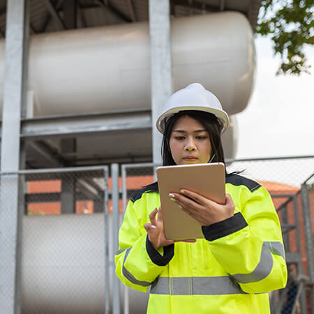 Digital worker in Oil & Gas using GE Digital software for remote operations