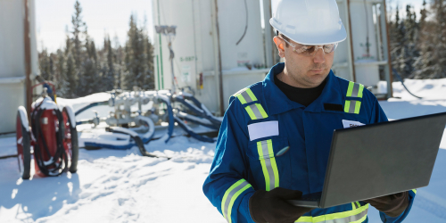 Industrial engineer relying on GE Digital's software for asset maintenance