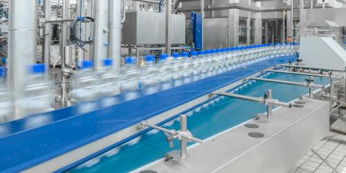 header-manufacturing-bottles-conveyor-belt-124437125-3200x1404.jpg