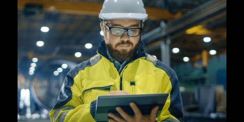 Industrial engineer using Predix apps from GE Digital