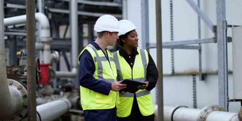 industrial engineers using GE IIoT software | GE Digital Twins