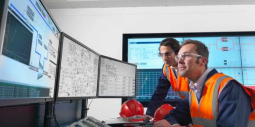 Industrial big data control room   GE Digital engineers with IIoT software