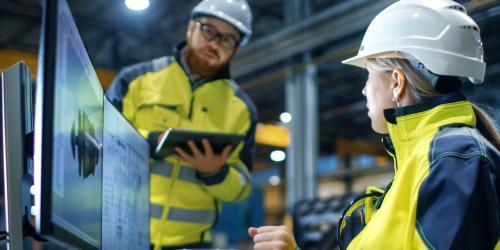 Industrial engineer relying on GE Digital software for HMI/SCADA visibilityIndustrial engineer relying on GE Digital software for HMI/SCADA visibility