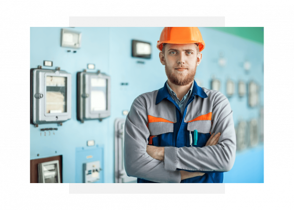 Industrial maintenance operator responsible for asset performance management