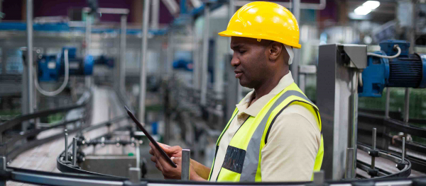 Manufacturing worker using GE Digital Automation MES software