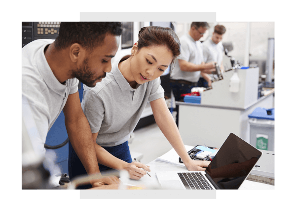 Industrial engineers using Predix Edge computing for control systemsIndustrial engineers using Predix Edge computing for control systems