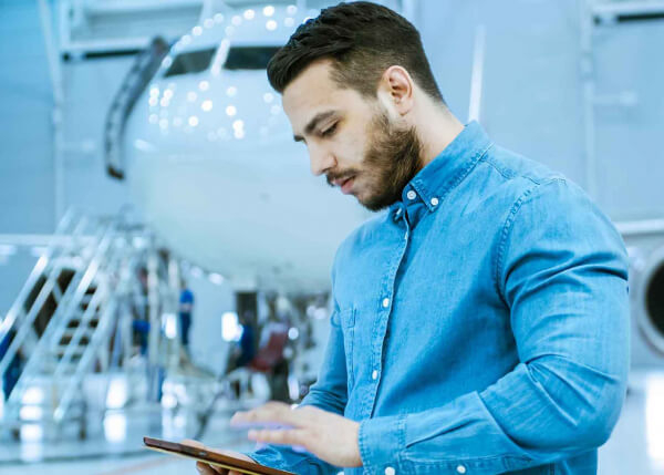 Aviation engineer using GE Digital's Asset Transfer System for leased asset management