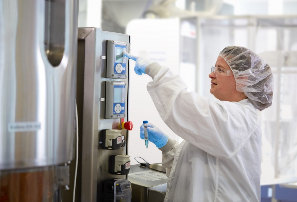 Xcellerex bioreactor_scientist sampling_GMP
