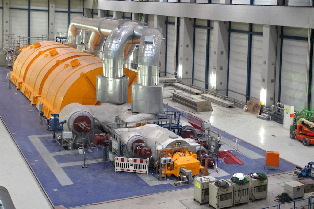 RDK8 Steam turbine in turbine hall