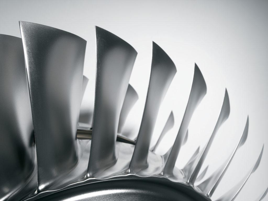 CF34-8_engine_blisk_3_highres