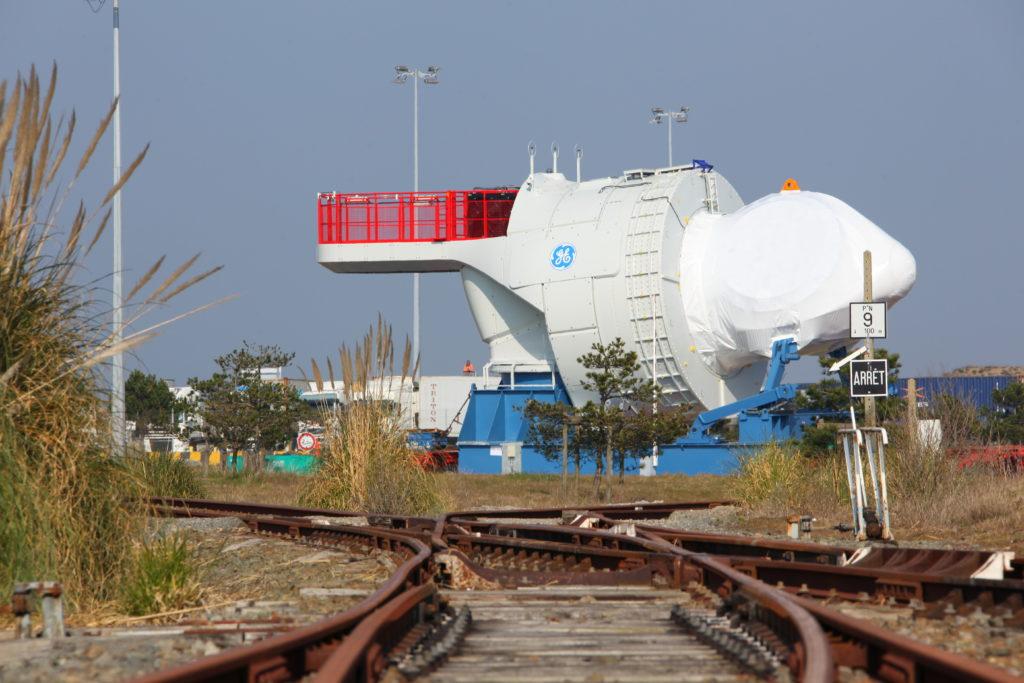 Chargement de la nacelle de l'Haliade 150 depuis l'usine de st Nazaire au Port pour chargement sur navire à destination du Danemark